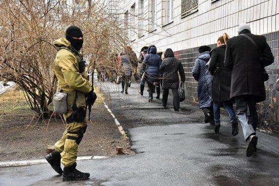 В Мариуполе силовики  отразили штурм областного главка полиции (ФОТО) (фото) - фото 4