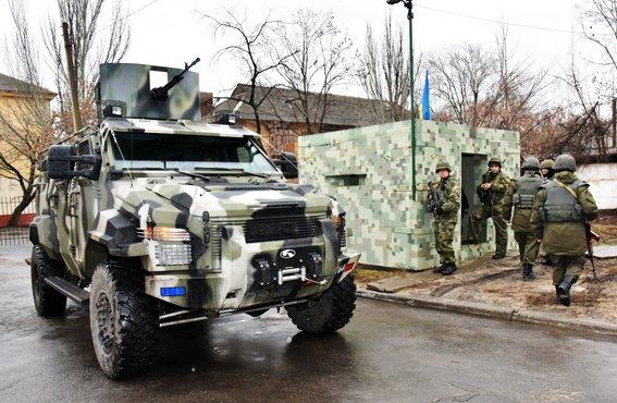 В Мариуполе силовики  отразили штурм областного главка полиции (ФОТО) (фото) - фото 2