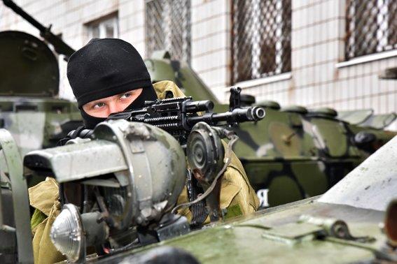 В Мариуполе силовики  отразили штурм областного главка полиции (ФОТО) (фото) - фото 3