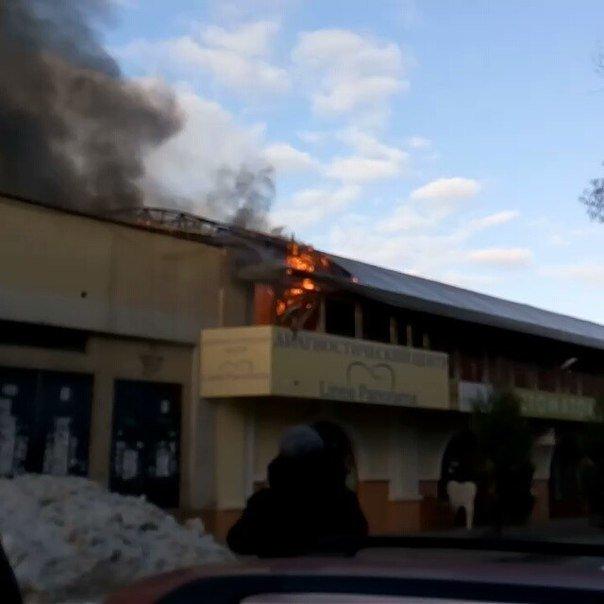 Пожар на Новом рынке в Одессе: сгорел магазин секонд хэнда (ФОТО, ВИДЕО) (фото) - фото 1