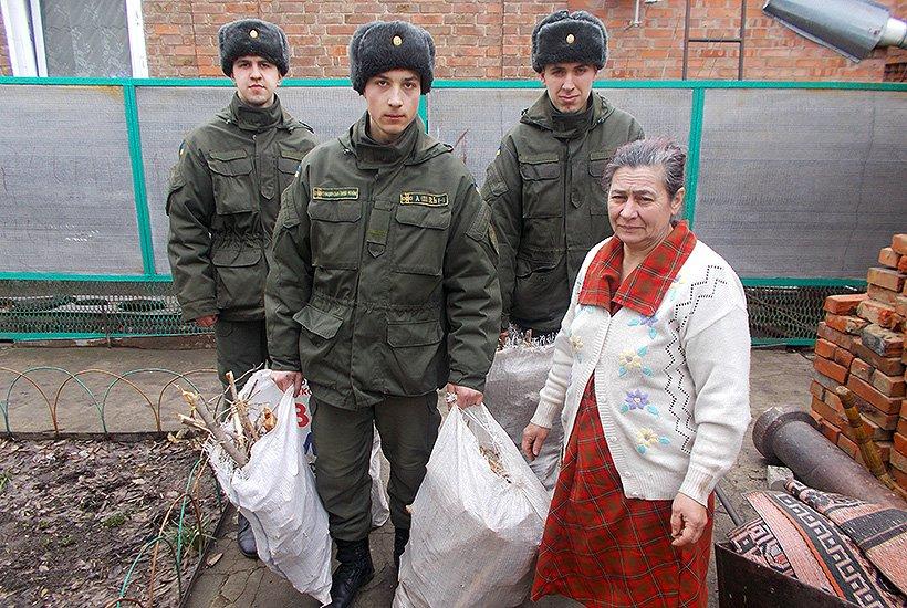 Гвардейцы Славянска помогли многодетной семье (фото) - фото 4