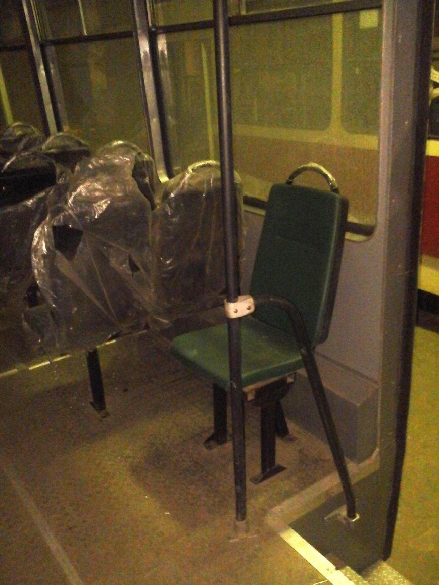 В Днепродзержинск после капремонта прибыл первый из пяти трамвайных вагонов (фото) - фото 5