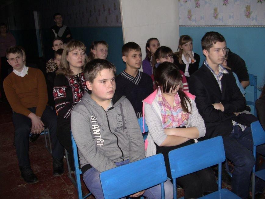 Пам'ятаймо героїв України - уроженців Красноармійського району! (фото) - фото 3