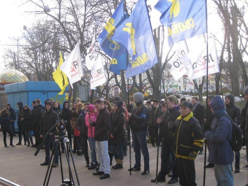 «Свобода» и радикалы в Чернигове пикетировали российские банки, фото-4