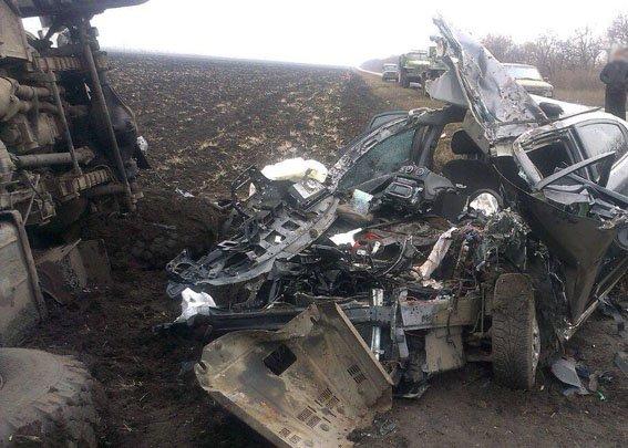 На Донеччині сталося жахливе ДТП за участю водія з Буковини (фото) - фото 1