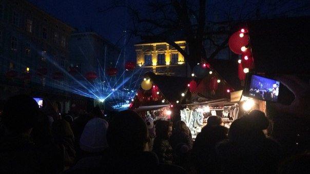 Хода драконів та лазерне шоу: у Львові відсвяткували Китайський Новий Рік (ФОТОРЕПОРТАЖ) (фото) - фото 1