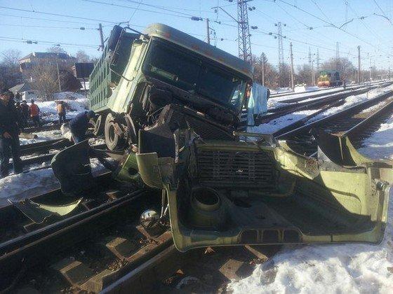 В Харькове на железной дороге перевернулась фура (ФОТО) (фото) - фото 1