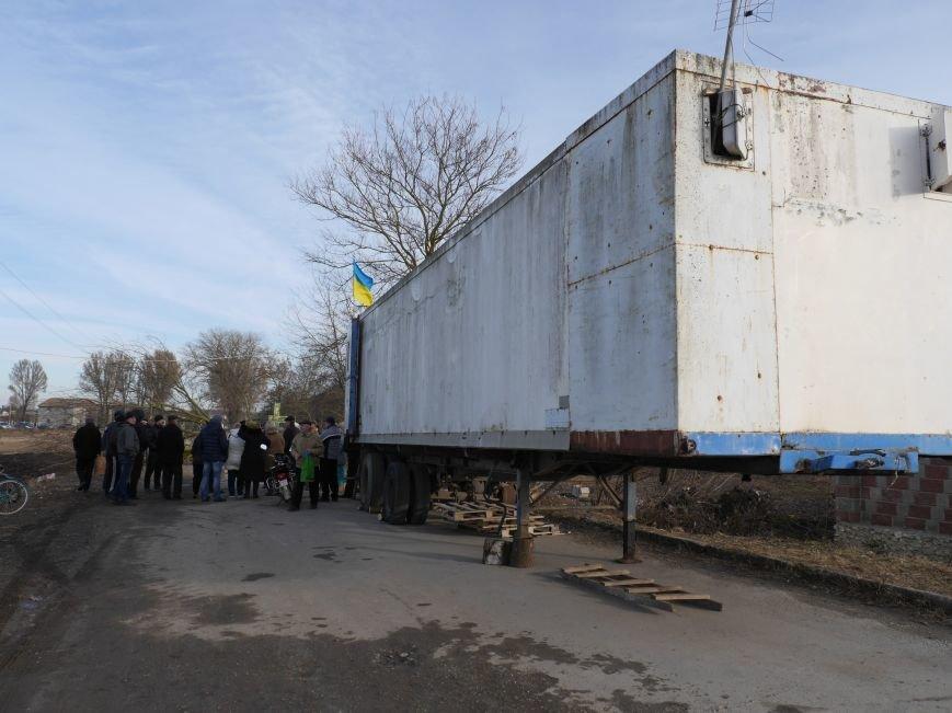 На Тернопільщині в'їзд до агропідприємства заблоковано деревами (ФОТО, ВІДЕО) (фото) - фото 1