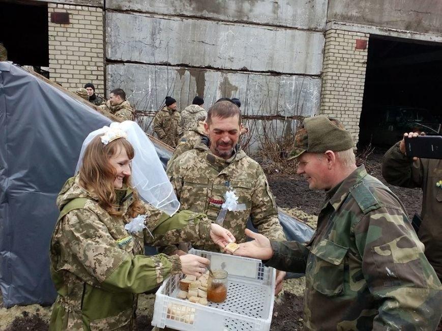Боєць з Тернопільщини одружився у зоні АТО із донеччанкою (ФОТО) (фото) - фото 2