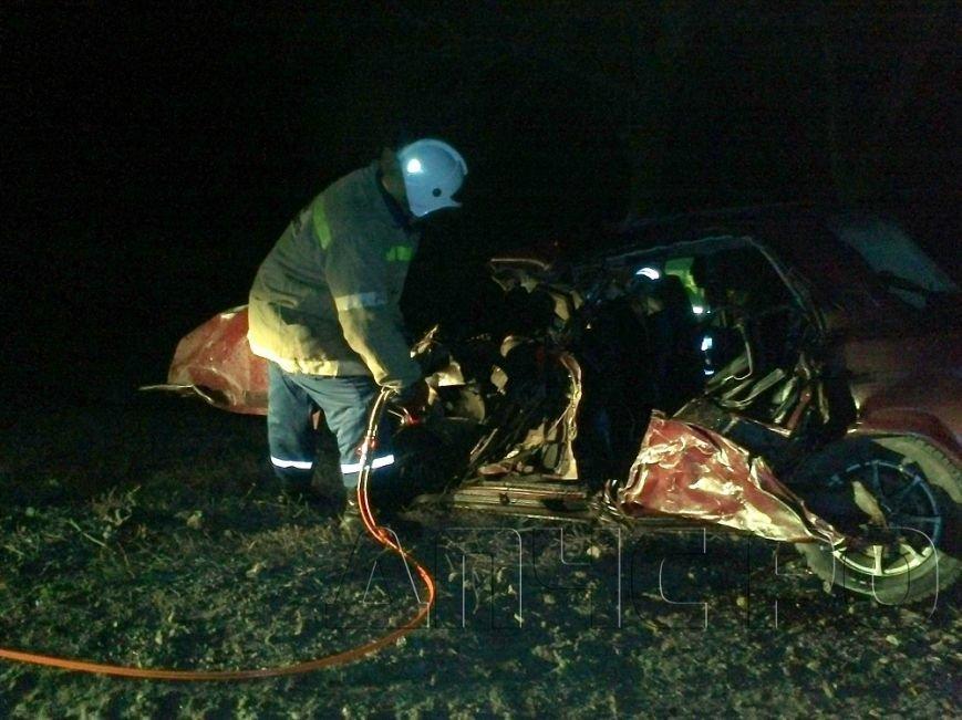 Восемь человек пострадали, один погиб в тройном ДТП на трассе Волгоград - Каменск-Шахтинский (фото) - фото 1