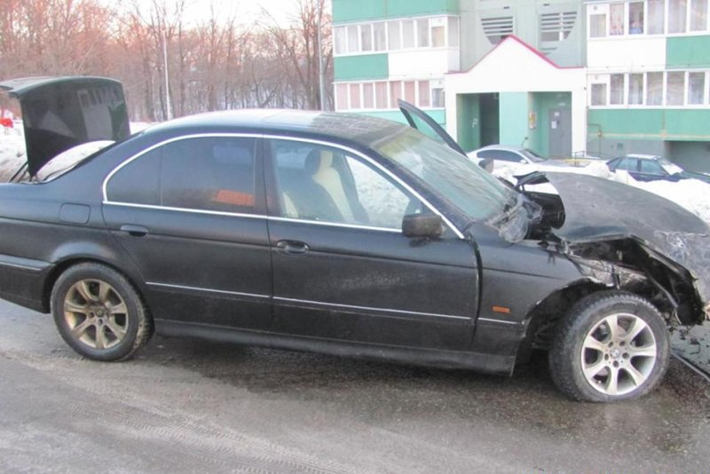 В Белгороде «Лэнд Крузер» протаранил такси (фото) - фото 1