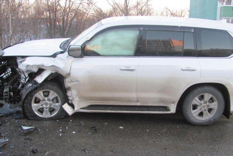 В Белгороде «Лэнд Крузер» протаранил такси (фото) - фото 2