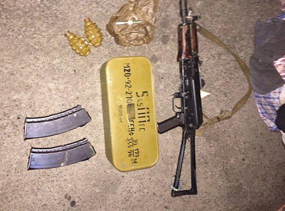 Под Днепропетровском задержали внедорожник ISUZU с арсеналом оружия (фото) - фото 2