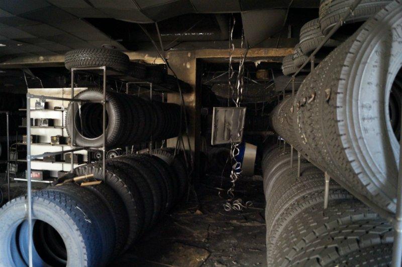 Во время пожара в белгородском шинном центре покрышки не пострадали (фото) - фото 2