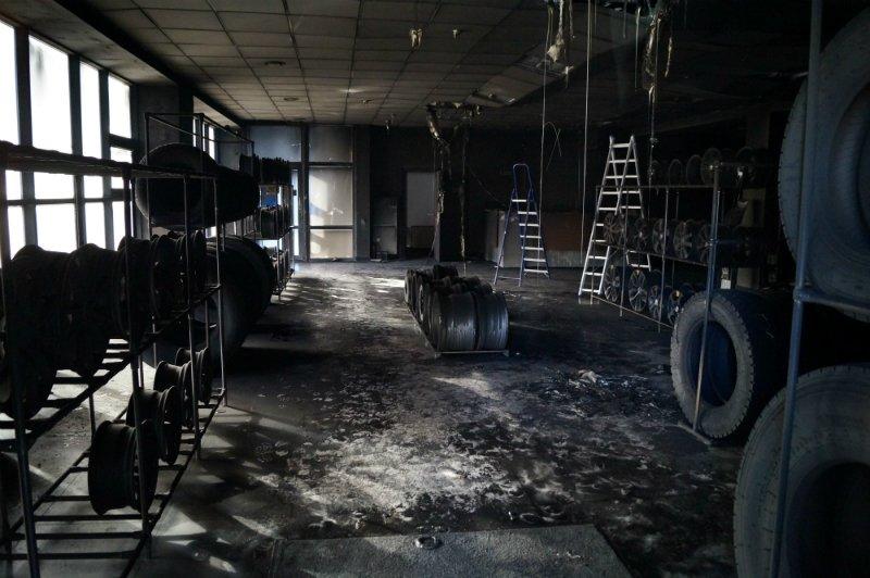 Во время пожара в белгородском шинном центре покрышки не пострадали (фото) - фото 3