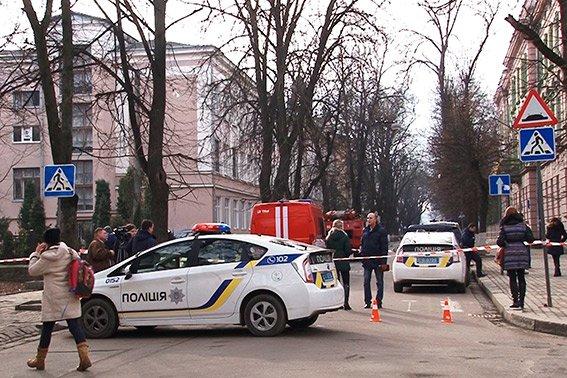 Повідомлення про вибух у школах Івано-Франківська виявилися неправдивими (ФОТО) (фото) - фото 1