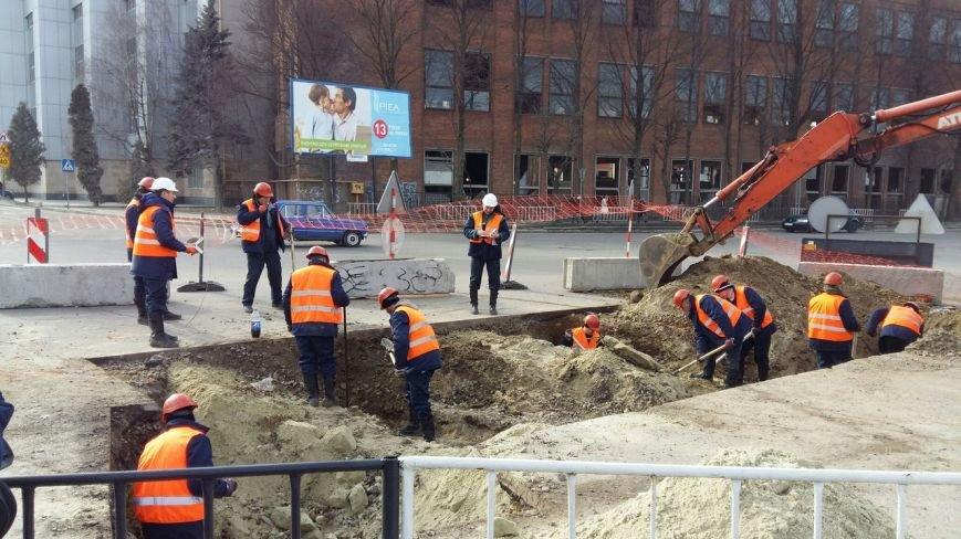 У Львові тривають роботи з заміни каналізаційних колекторів на вулиці Стуса (фото) - фото 1
