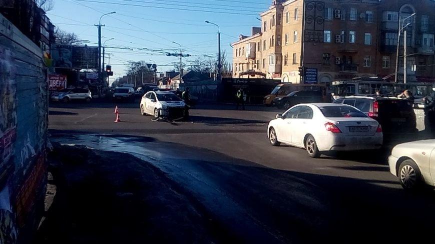 На перекрестке Правды и Калиновой в ДТП попали полицейские: фотографии (фото) - фото 1