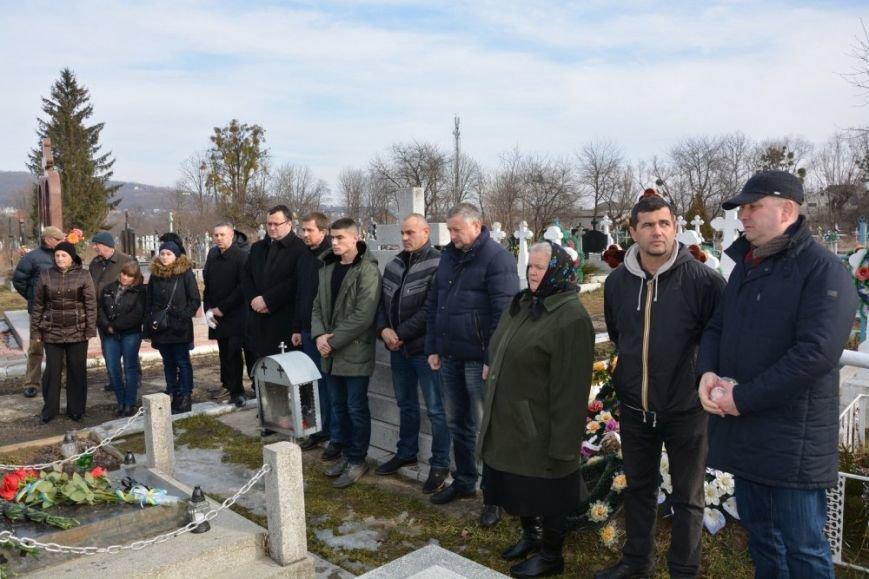 Міський голова Олексій Каспрук вшанував пам'ять воїна Афганістану (фото) - фото 2