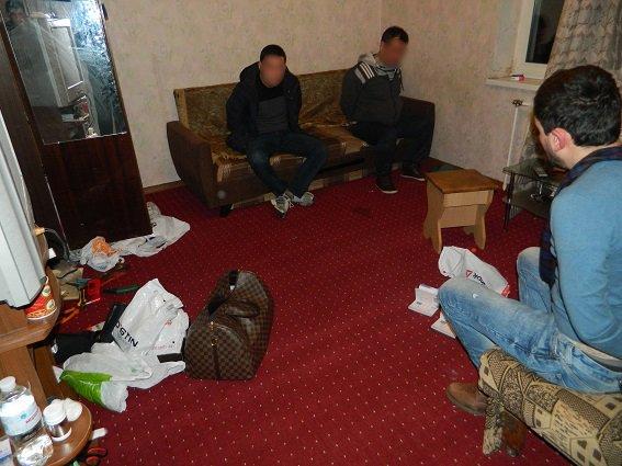 В Киеве задержали две группы грабителей-иностранцев (ФОТО, ВИДЕО) (фото) - фото 4