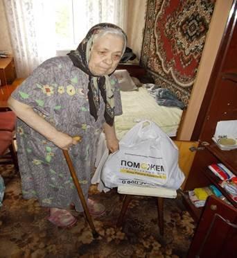 Донецк: Штаб Ахметова возобновил доставку еды одиноким старикам (фото) - фото 1