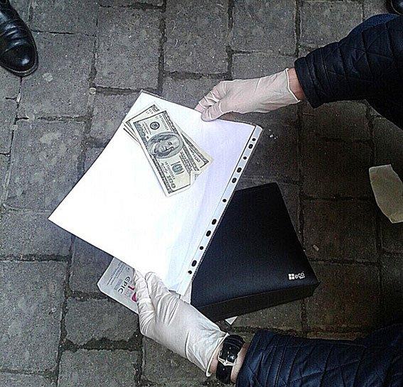 Поблизу Оперного театру у Львові правоохоронці затримали адвоката-хбарника (ФОТО) (фото) - фото 3