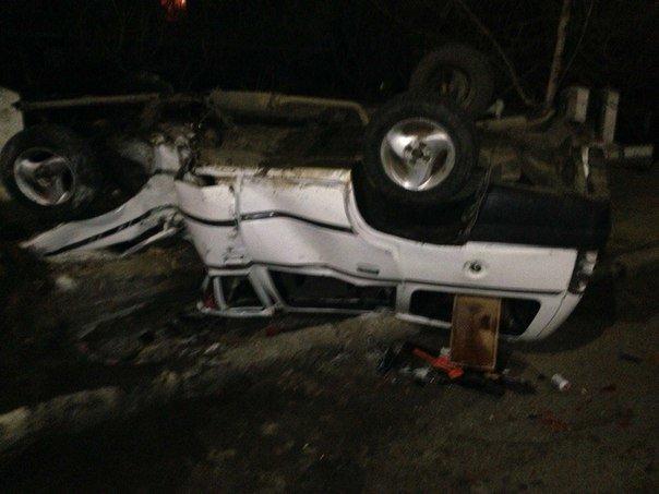 aa7680e826591a7074989ac80b0ee1f5 Под Одессой из расплющенного автомобиля водителя и пассажиров доставали спасатели