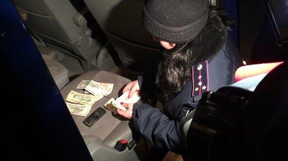 В Киеве активисты задержали продавца поддельной валюты (ФОТО, ВИДЕО) (фото) - фото 2
