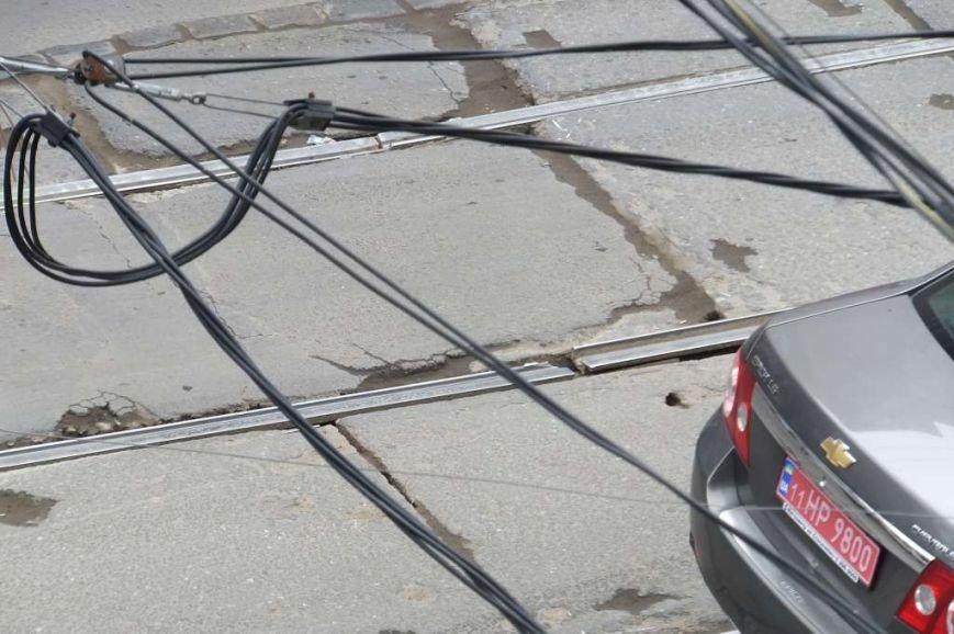 Прыг-скок команда! Около Привоза трамваи перепрыгивают через лопнувшие рельсы (ФОТО) (фото) - фото 1