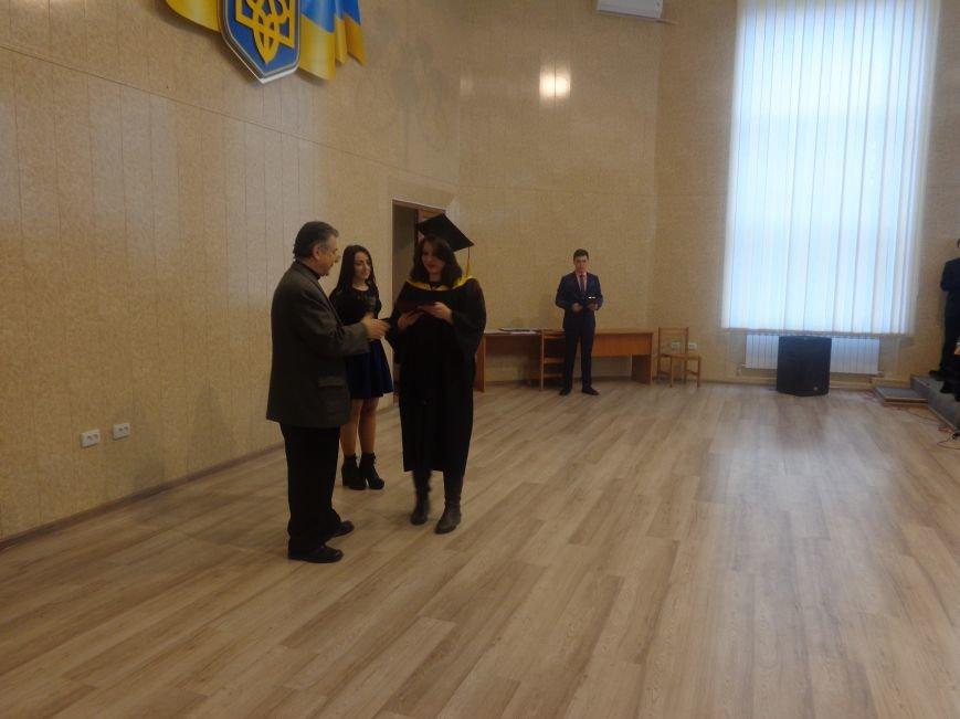 В Красноармейском индустриальном институте торжественно вручили дипломы магистрам (фото) - фото 4