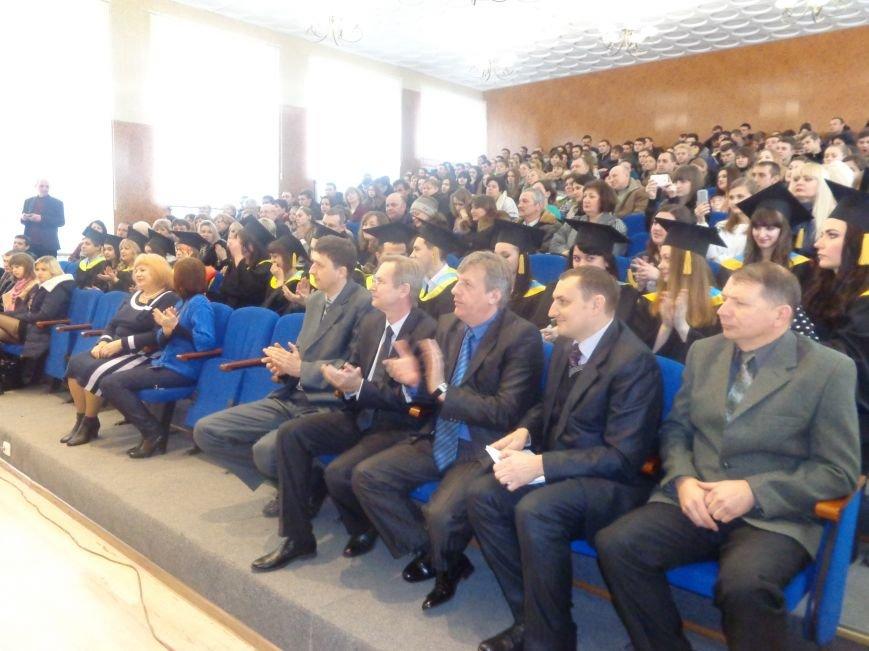 В Красноармейском индустриальном институте торжественно вручили дипломы магистрам (фото) - фото 5