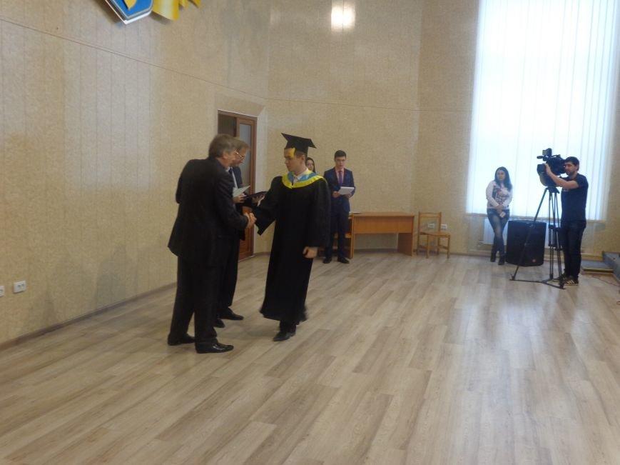 В Красноармейском индустриальном институте торжественно вручили дипломы магистрам (фото) - фото 15