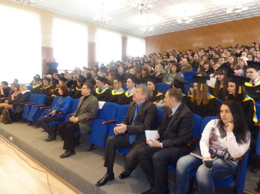 В Красноармейском индустриальном институте торжественно вручили дипломы магистрам (фото) - фото 2