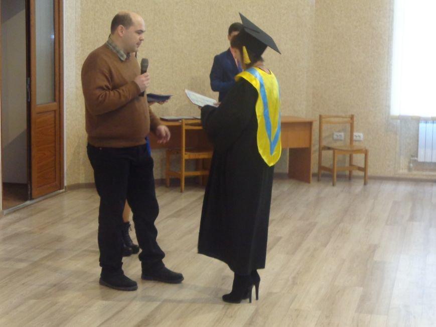 В Красноармейском индустриальном институте торжественно вручили дипломы магистрам (фото) - фото 9