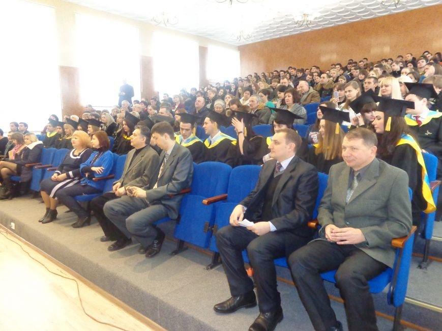 В Красноармейском индустриальном институте торжественно вручили дипломы магистрам (фото) - фото 14