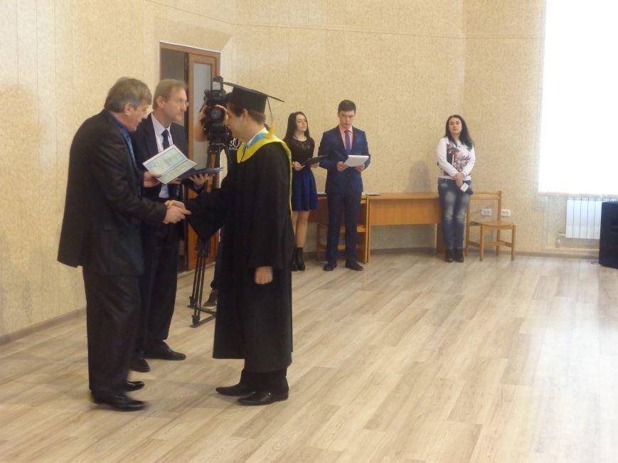 В Красноармейском индустриальном институте торжественно вручили дипломы магистрам (фото) - фото 16