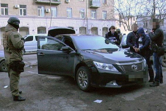 Рецидивистов, ограбивших криворожского предпринимателя и угнавших его «Тойоту Камри», поймали в Одессе (ФОТО, ВИДЕО) (фото) - фото 1