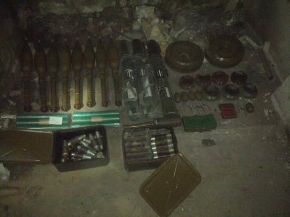 В районе Мариуполя обнаружены тайники с российским оружием (фото) - фото 1