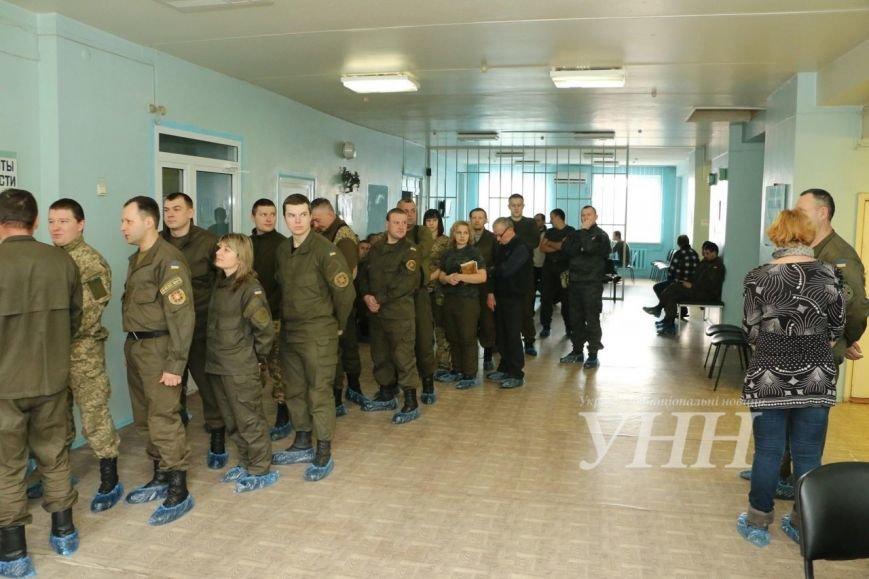 В Мариуполе военнослужащие сдали 17 литров крови (ФОТО) (фото) - фото 1