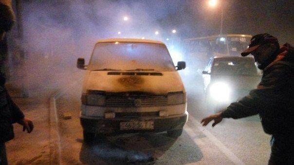 У Львові посеред дороги спалахнув автомобіль (ФОТО) (фото) - фото 1