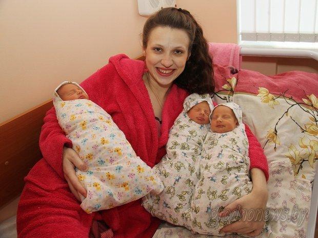 В Гродно родилась первая в 2016 году тройня - два мальчика и девочка (фото) - фото 1