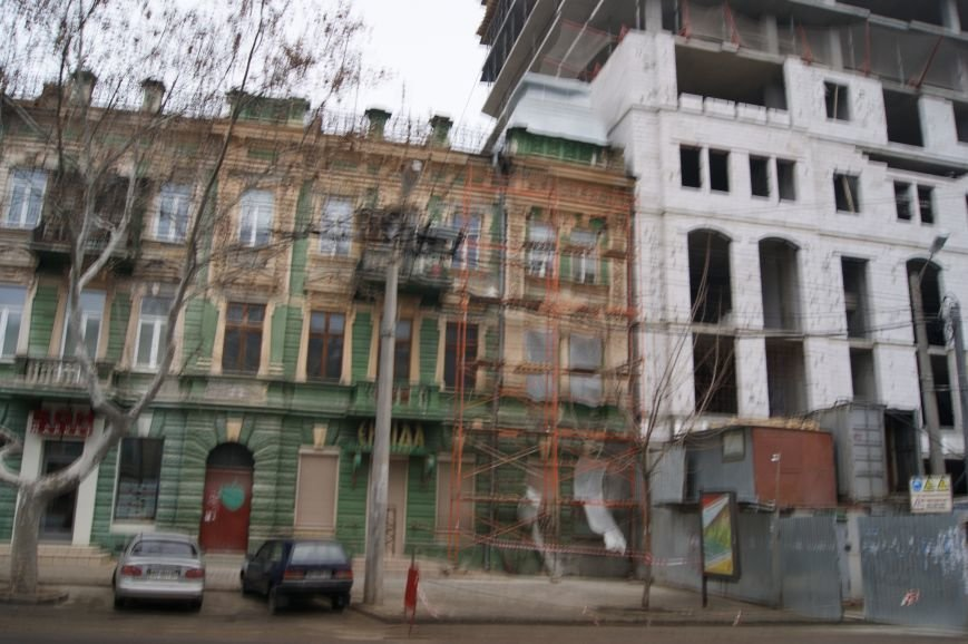 9e560bd92bf0d62bd01eb3275168165e Строительство в центре Одессы разрушает памятник архитектуры