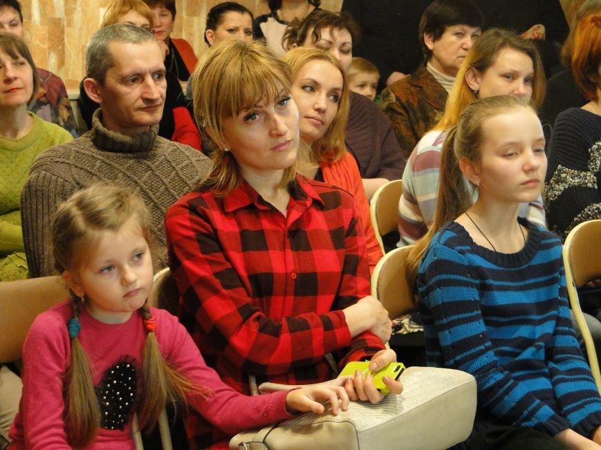 У Хмельницькому презентували художньо-тематичний календар «Діти у мистецтві» (Фото, Відео) (фото) - фото 1