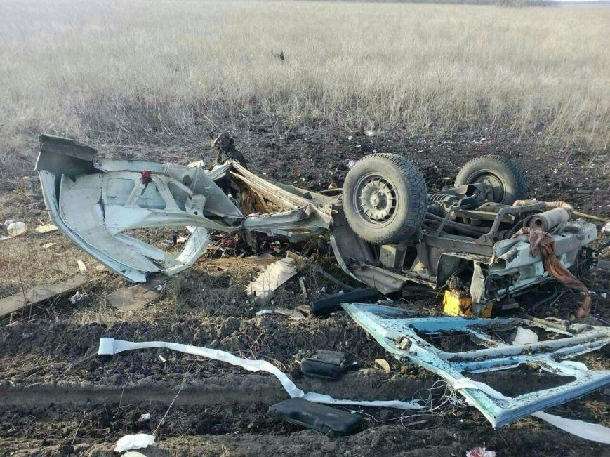 На выезде из Донецка взорвался автобус с пассажирами (ОБНОВЛЕНО), фото-3