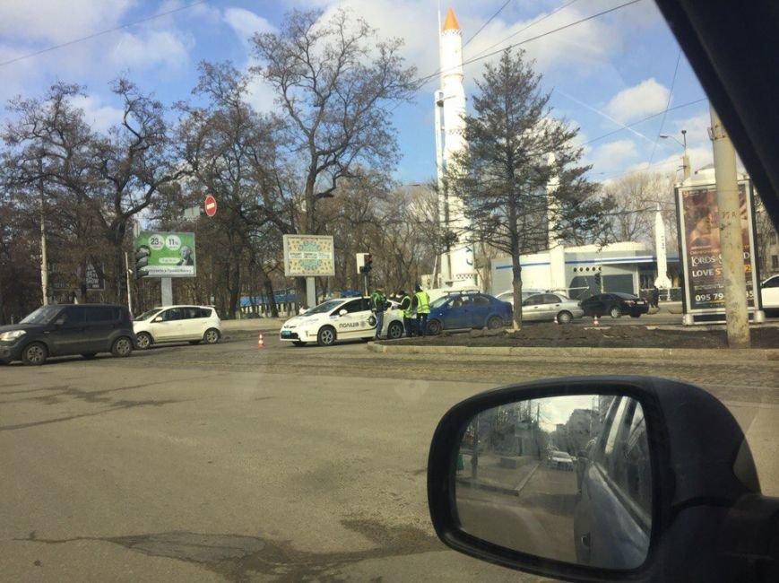 Полицейской Toyota на проспекте Кирова въехали в зад: фотографии (фото) - фото 1