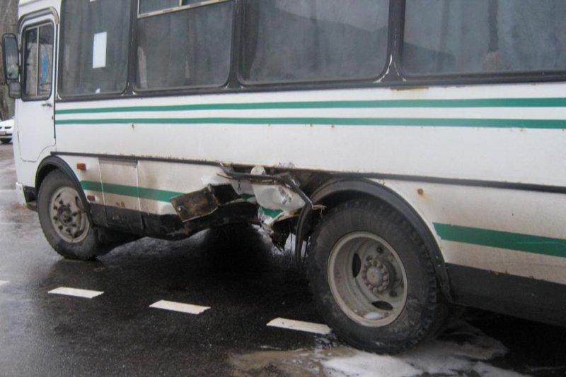 В Белгороде автобус ПАЗ протаранил легковушку, фото-1