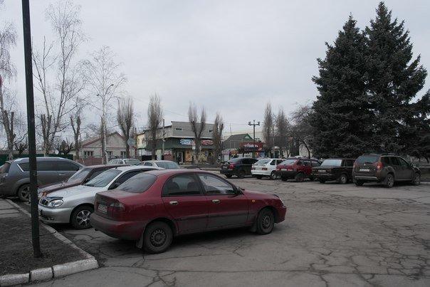 Водителям Красноармейска наука парковки автомобилей пока неведома (фото) - фото 2