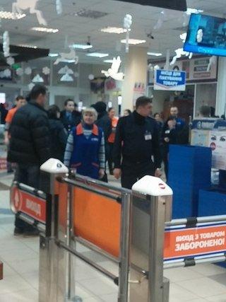 "На Троещине ""заминировали"" гипермаркет (ФОТО) (фото) - фото 2"