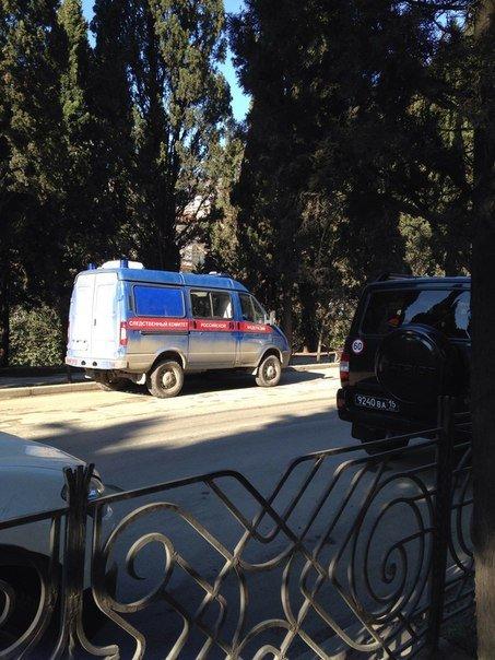 Ялтинцев обеспокоило загадочное скопление правоохранителей на ул. Московской (фото) - фото 1