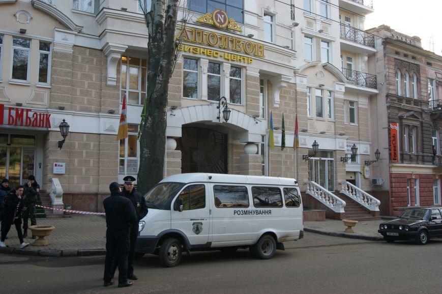 Из-за телефонных хулиганов в Одессе не ходят троллейбусы и перекрыта улица (ФОТО, ВИДЕО) (фото) - фото 1